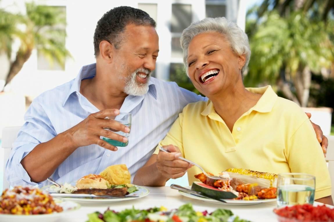 Os cuidados com a alimentação dos idosos